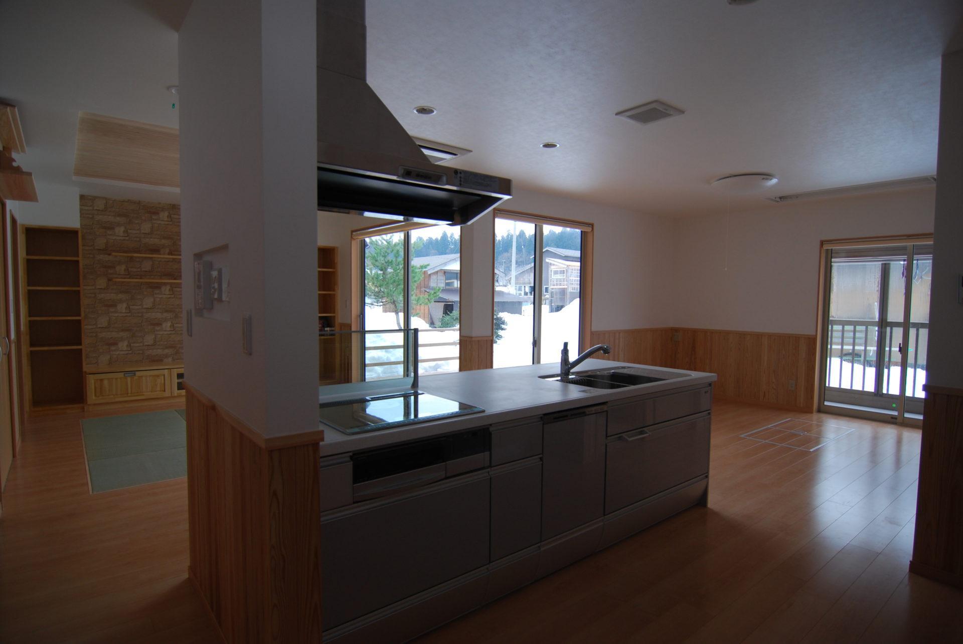 有限会社 市川建築店 1級建築士事務所「三条市 H様邸」のシンプル・ナチュラルなキッチンの実例写真