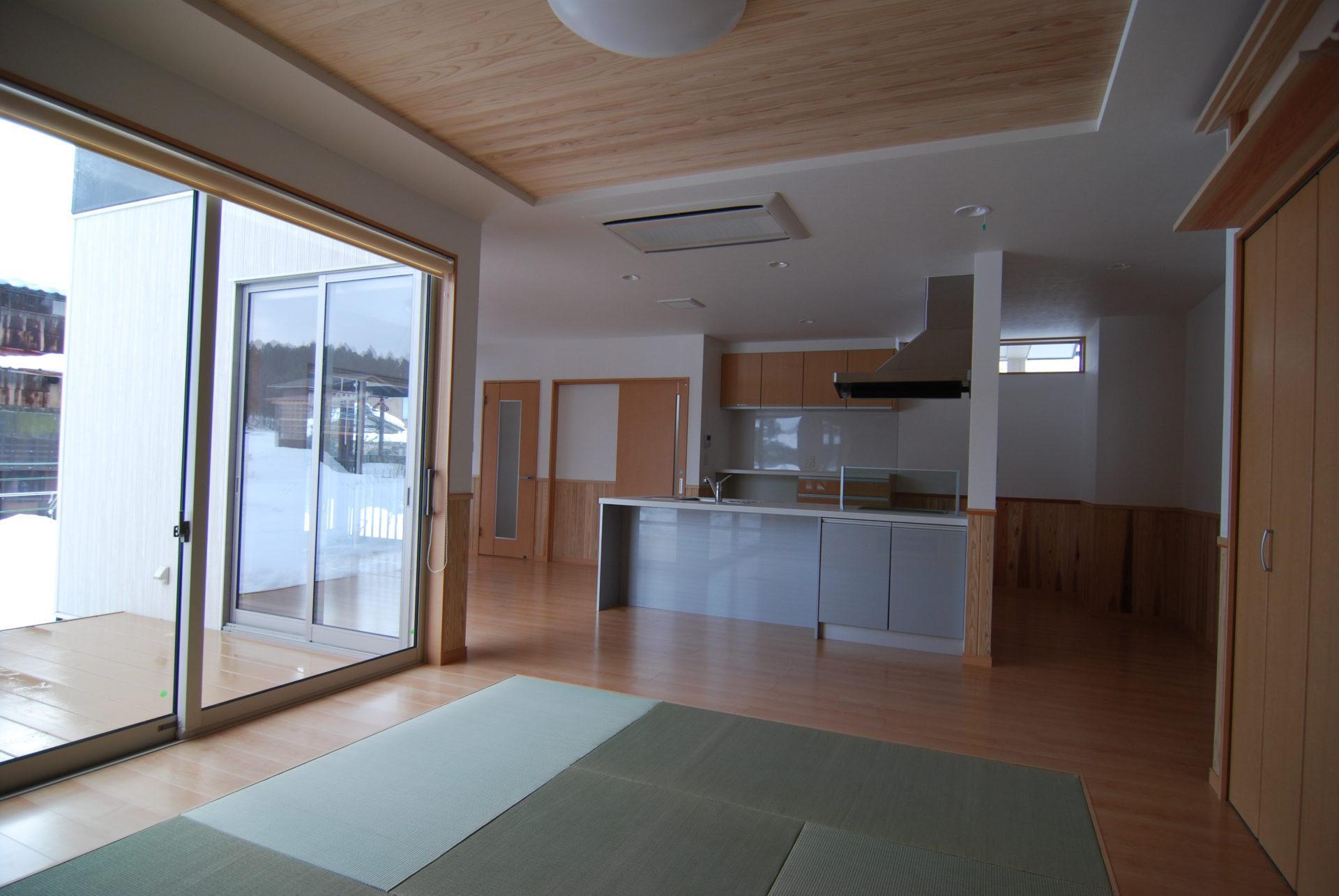 有限会社 市川建築店 1級建築士事務所「三条市 H様邸」のシンプル・ナチュラル・和風・和モダンなリビング・ダイニングの実例写真