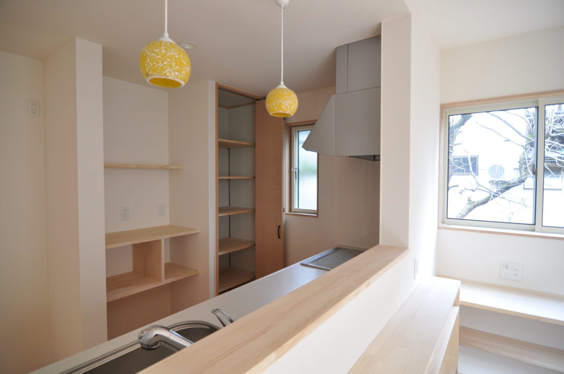 有限会社市川建築店「三条市 S様邸」のシンプル・ナチュラルなキッチンの実例写真