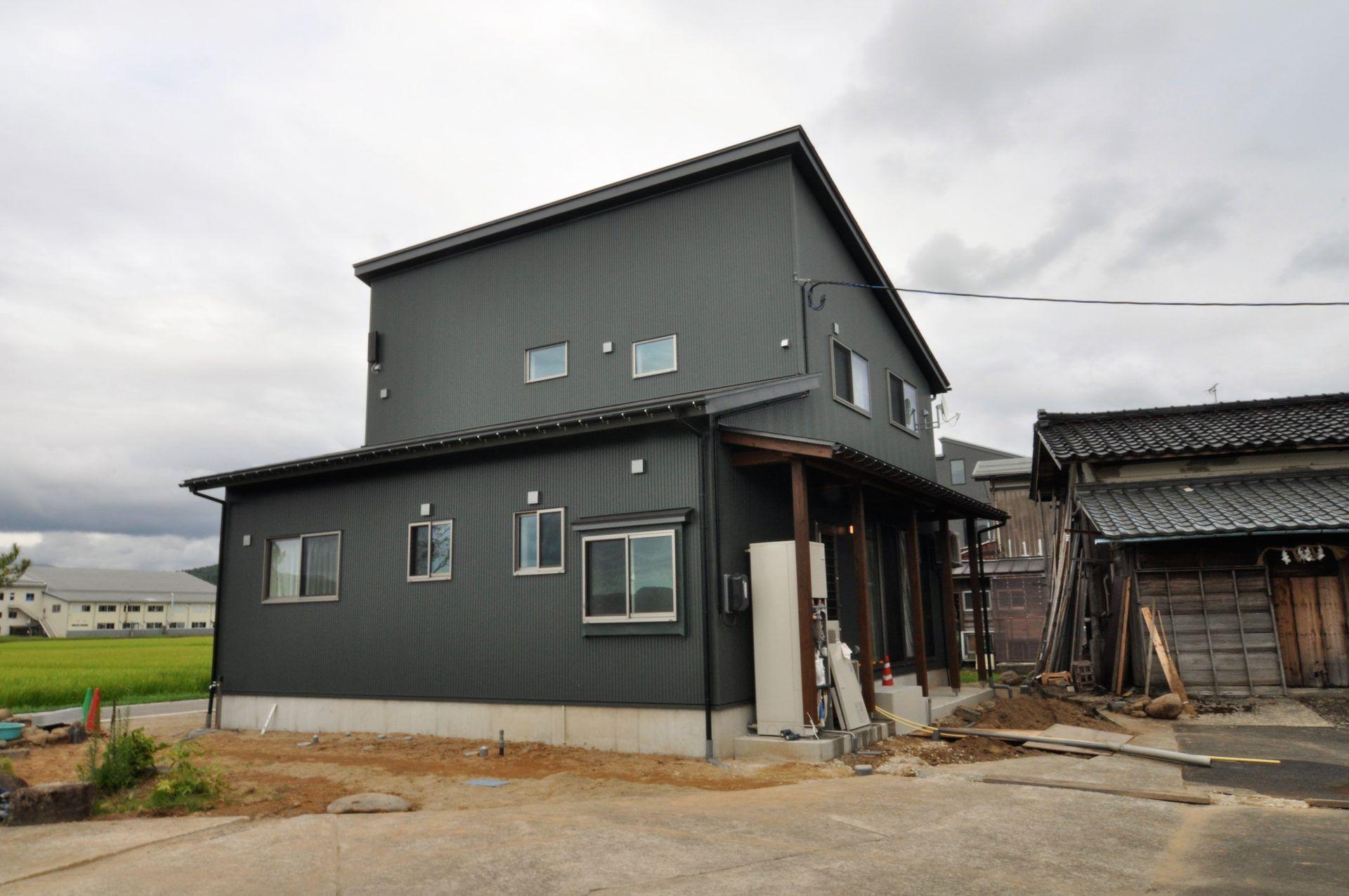 有限会社 市川建築店 1級建築士事務所「三条市 O様邸」のシンプル・ナチュラル・モダンな外観の実例写真