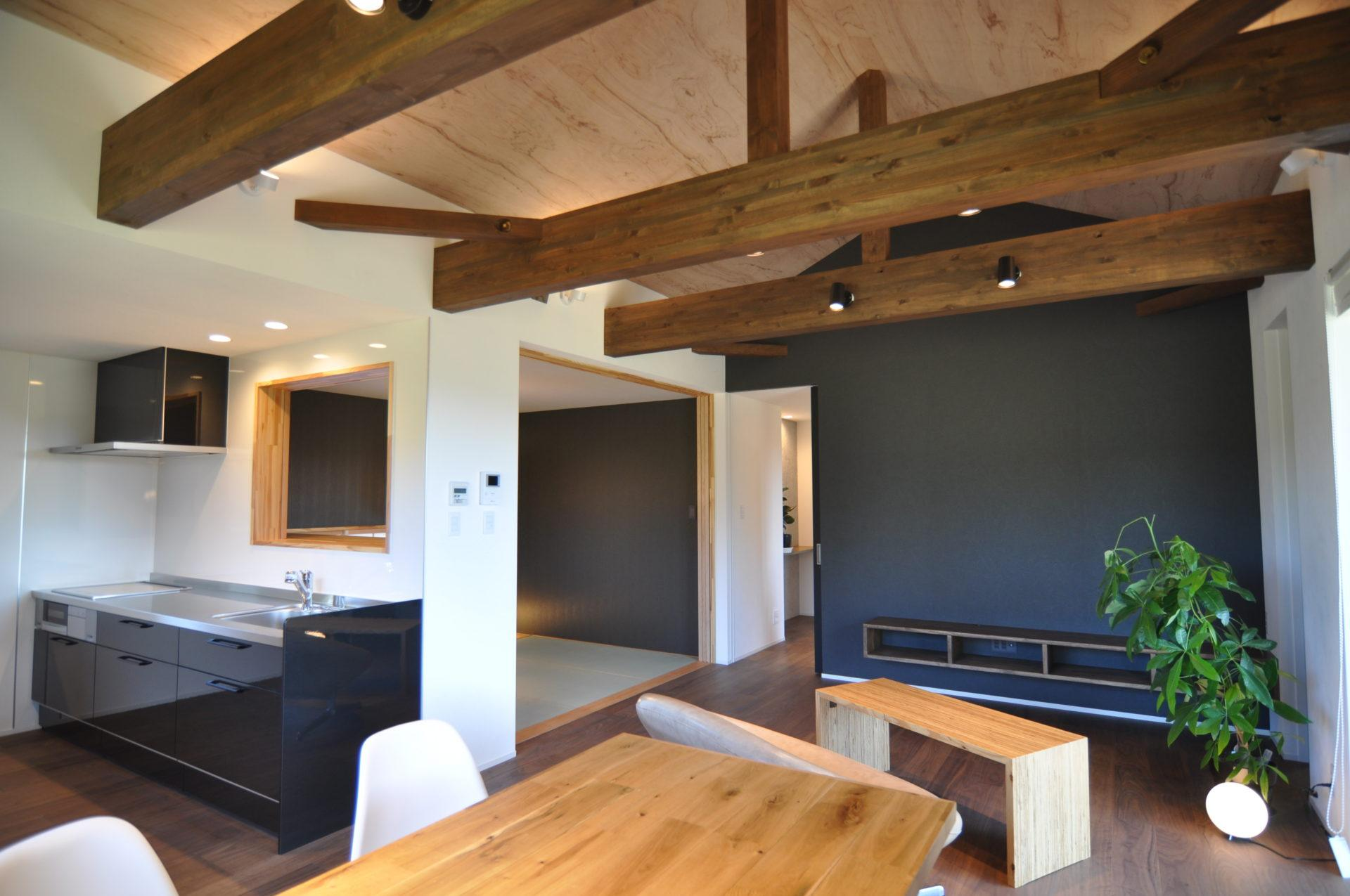 有限会社 市川建築店 1級建築士事務所「三条市 O様邸」のシンプル・ナチュラル・和風・和モダンなリビング・ダイニングの実例写真