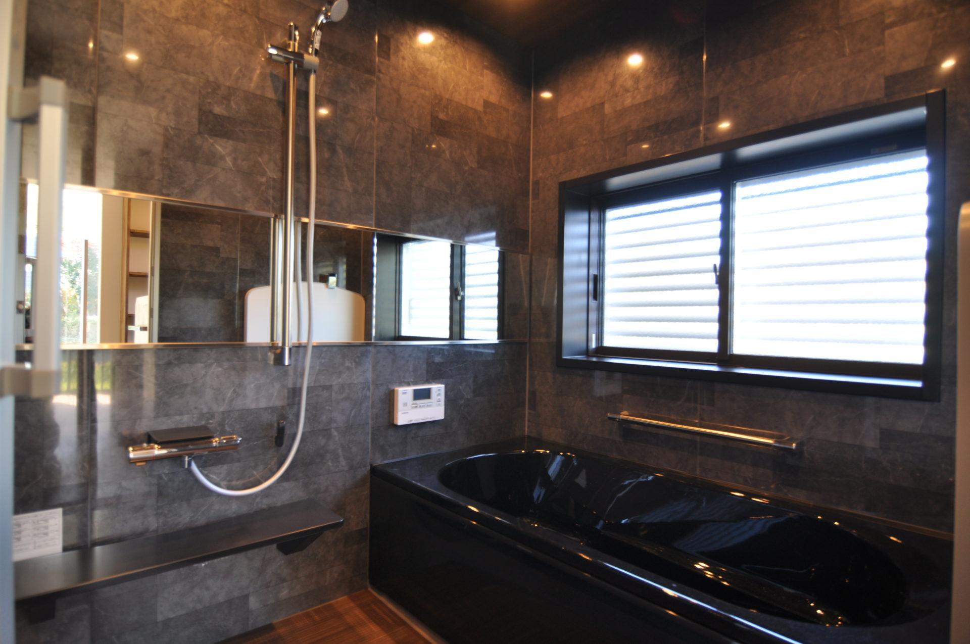 有限会社 市川建築店 1級建築士事務所「三条市 O様邸」のモダン・ラグジュアリーな風呂・浴室の実例写真