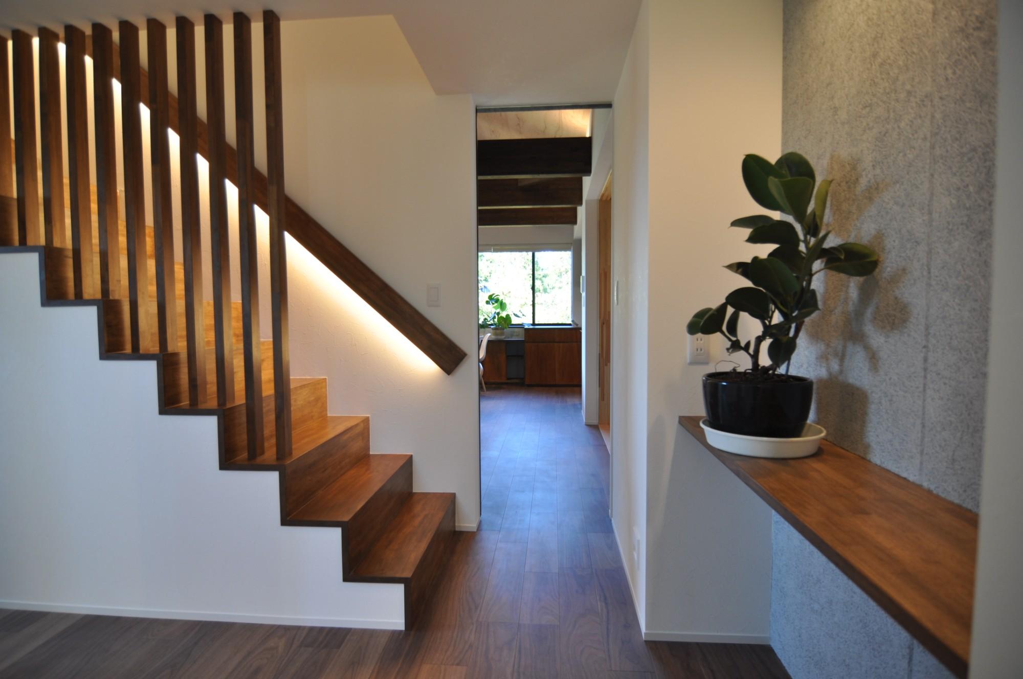 有限会社 市川建築店 1級建築士事務所「三条市 O様邸」のモダンな階段の実例写真