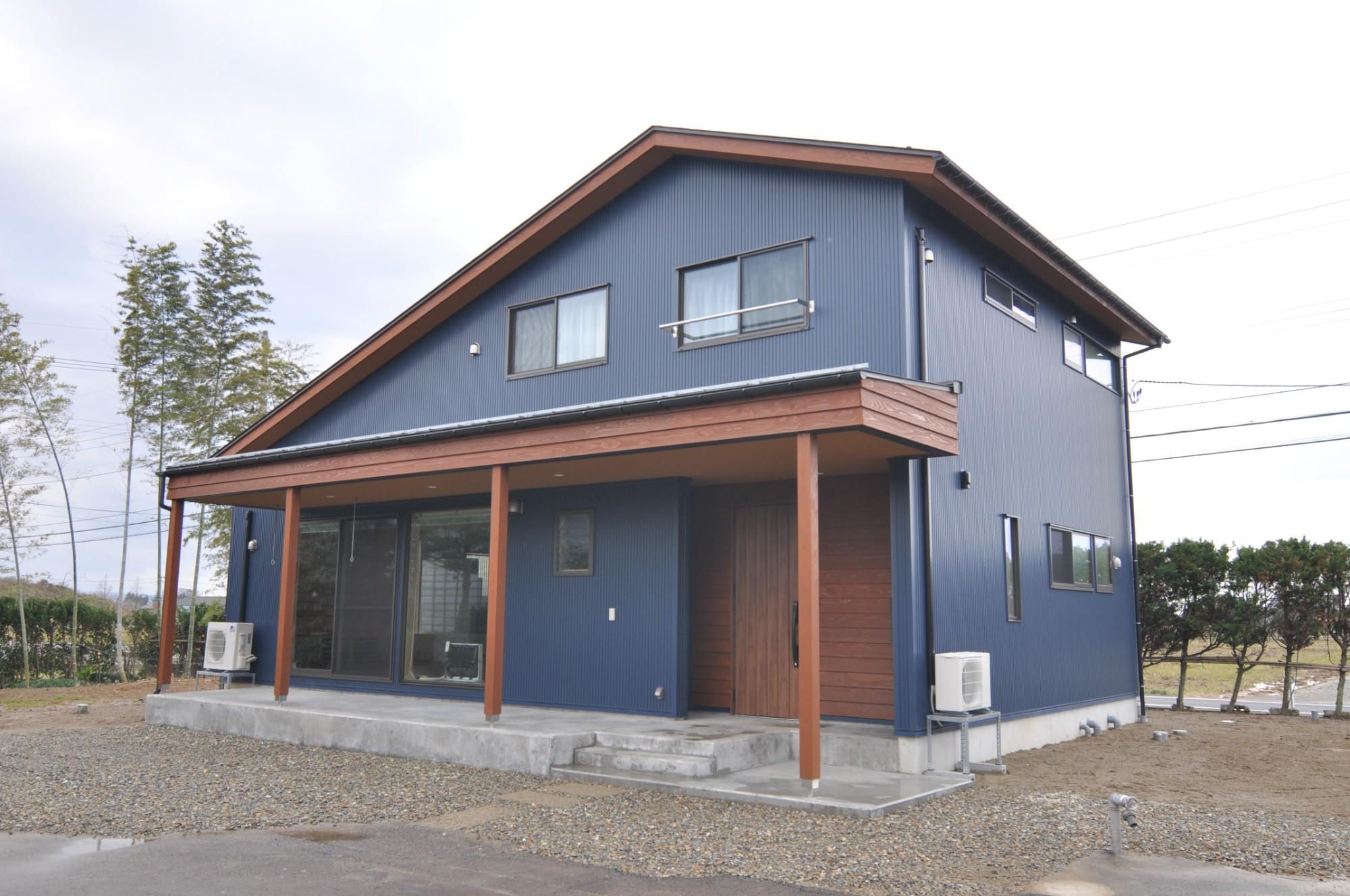 有限会社 市川建築店 1級建築士事務所「インドア+アウトドア」のシンプル・ナチュラル・モダンな外観の実例写真