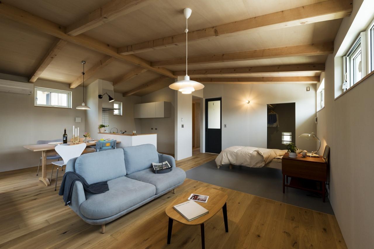 株式会社高田建築事務所「二世帯住宅「アーキテクト ラボ」」のヴィンテージなリビング・ダイニングの実例写真