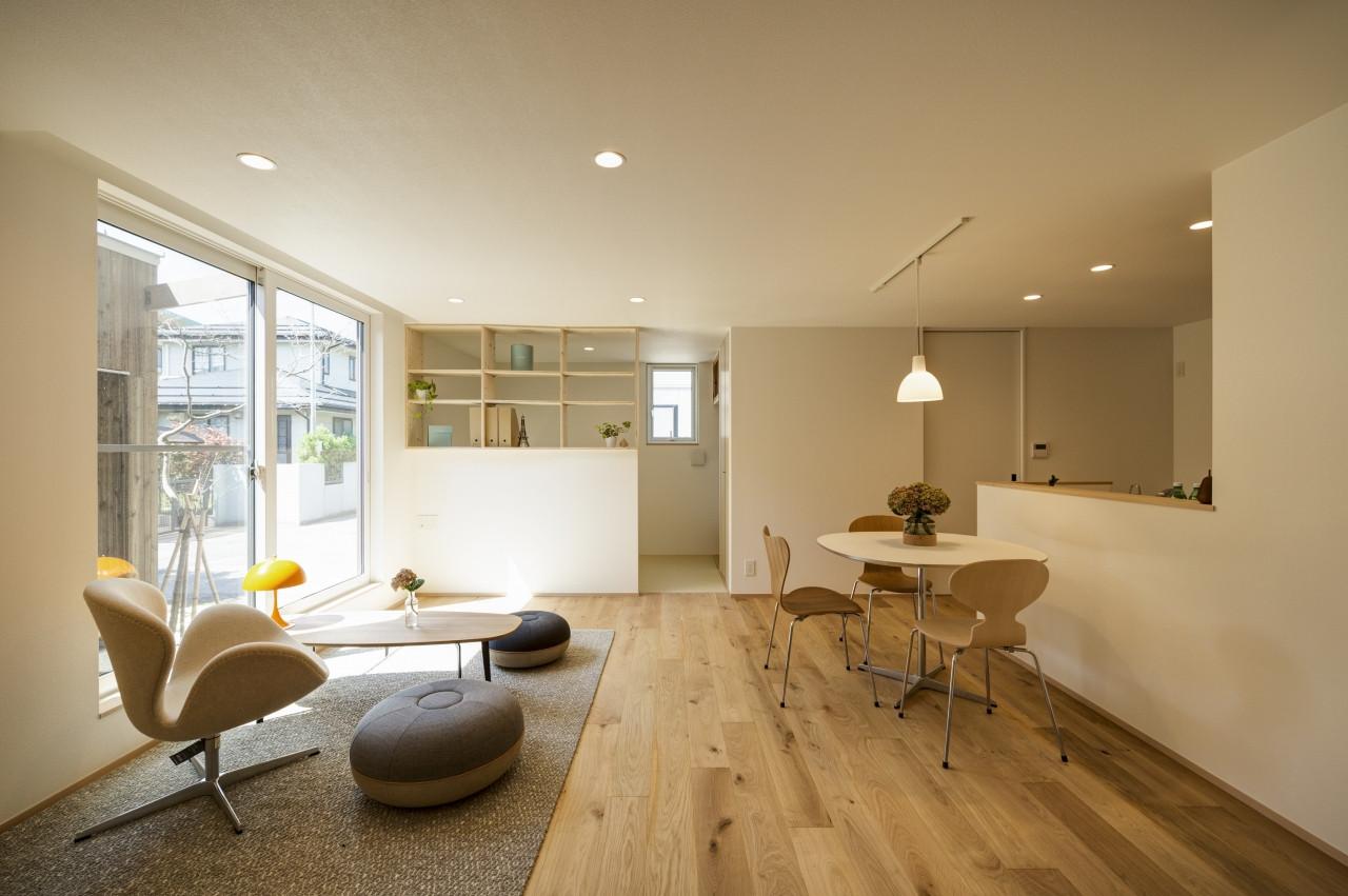 株式会社高田建築事務所「二世帯住宅「アーキテクト ラボ」」のシンプル・ナチュラルなリビング・ダイニングの実例写真