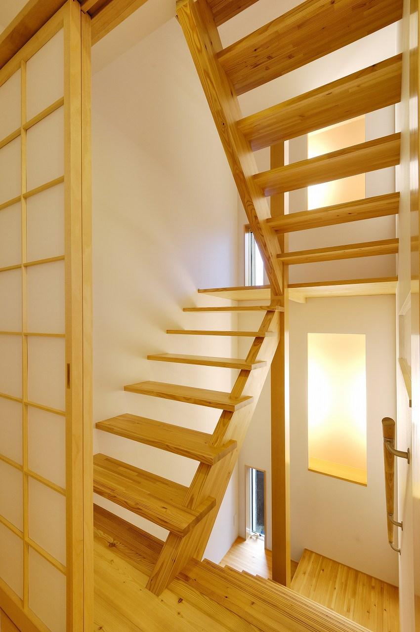 ロフトまで繋がるストリップ階段