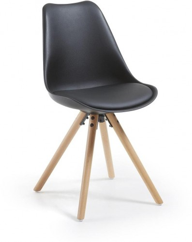 Čierna stolička s drevenou podnožou La Forma Lars