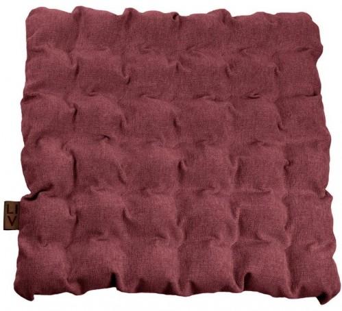Červeno-fialový vankúš na sedenie s masážnymi loptičkami Linda Vrňáková Bubbles, 55 × 55 cm