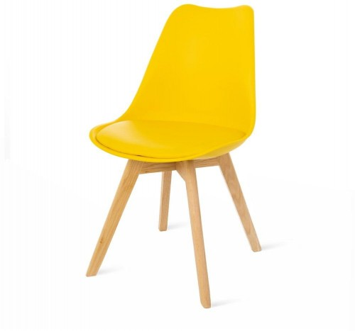 Žltá stolička s bukovými nohami loomi.design Retro
