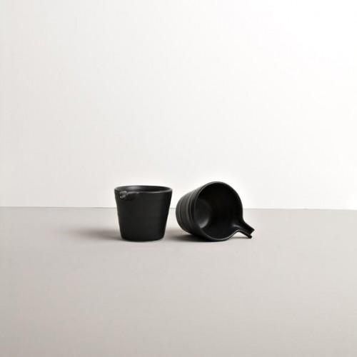 Čierna nálievka Modern