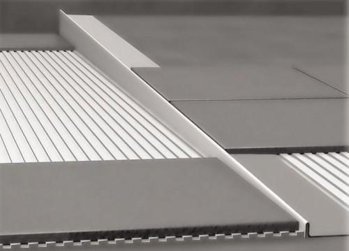 NEREZOVÉ SPRCHOVÉ ŽĽABY Nerezová lišta pre vyspádovanie podlahy, hrúbka 12 mm, dĺžka 2000 mm, pravá