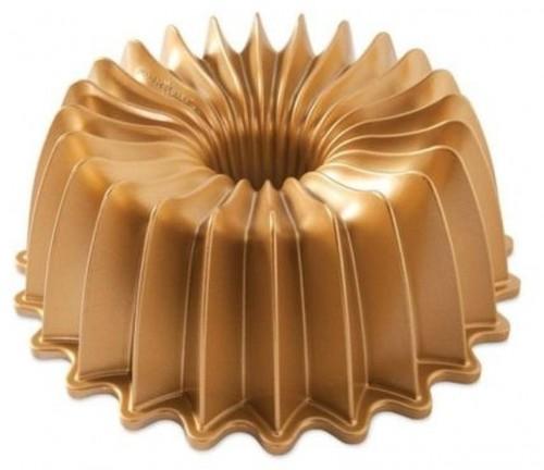 Forma na bábovku v zlatej farbe Nordic Ware Brilliance, 2,4 l