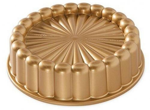 Forma na bábovku v zlatej farbe Nordic Ware Charlotte, 1,4 l
