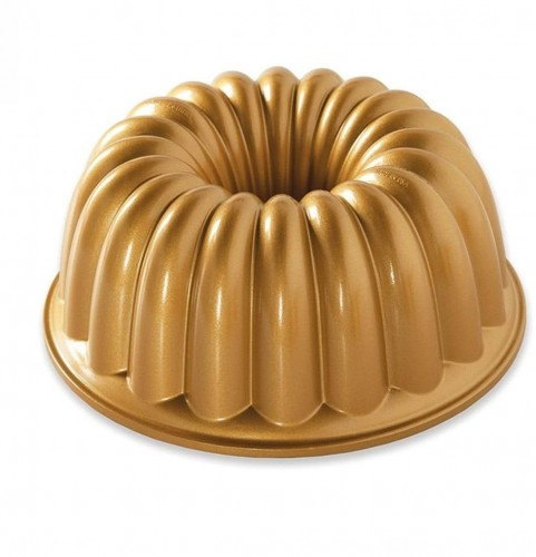 Forma na bábovku v zlatej farbe Nordic Ware Elegant, 2,4l