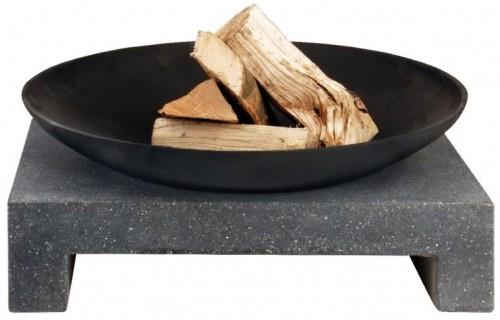 Ohniště na granitovém stolu