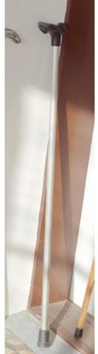 Vychádzková palice s ergonomickou rukoväťou - funkčná 95cm