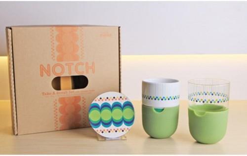 Sada 2 hrnčekov na latté s podnosmi a zeleným silikónovým krytom Silly Design Take A Break