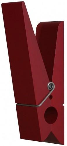 Červený vešiak v tvare štipca Swab