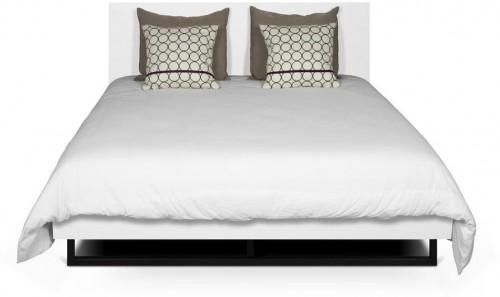 Biela posteľ s nohami z ocele TemaHome Mara, 160 × 200 cm
