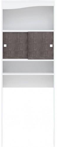 Biely úložný systém s policami a dvierkami v dekore betónu nad práčku TemaHome Wave