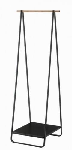 Čierny vešiak YAMAZAKI Tower Hanger Rack