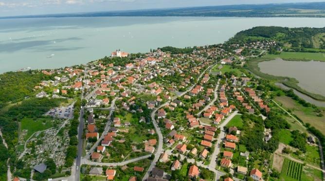 Százszoros árkülönbség és tízezernyi eladó ingatlan a falusi CSOK településeinek kínálatában