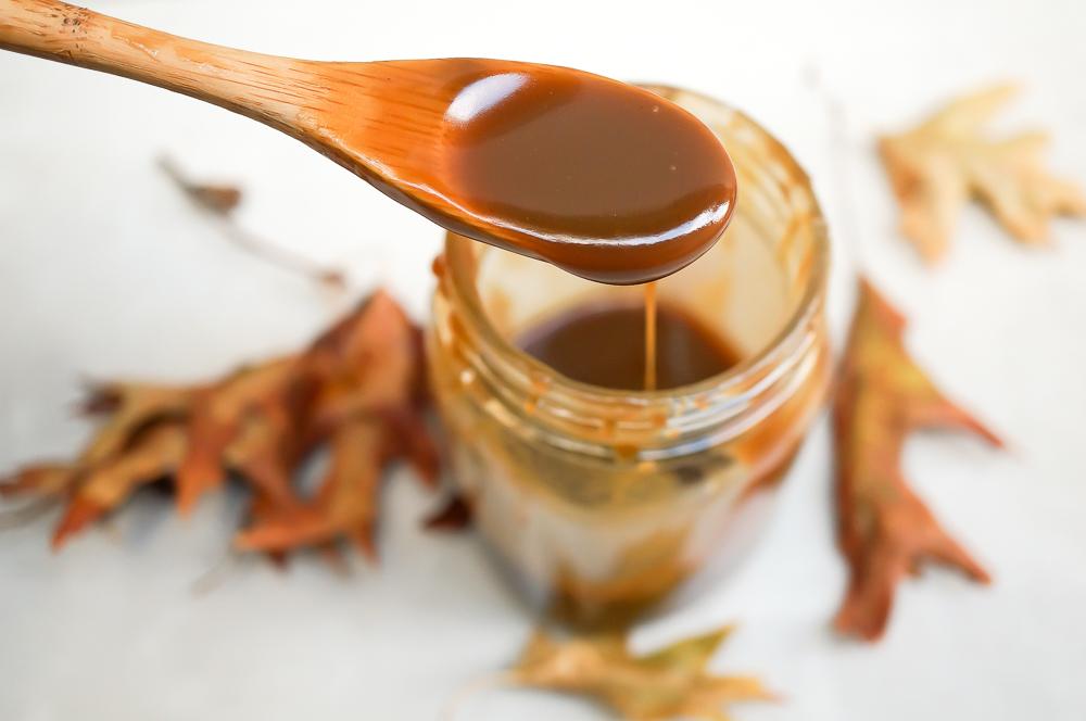 healthy caramel apple crisp
