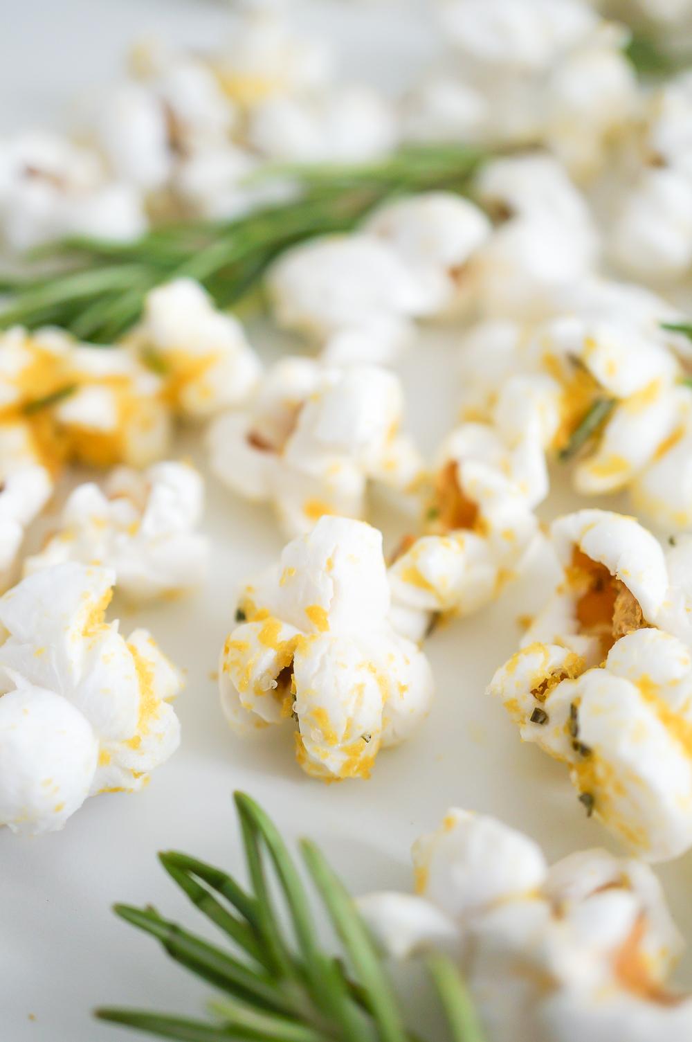 Cheesy Rosemary Popcorn (Gluten Free, Vegan)