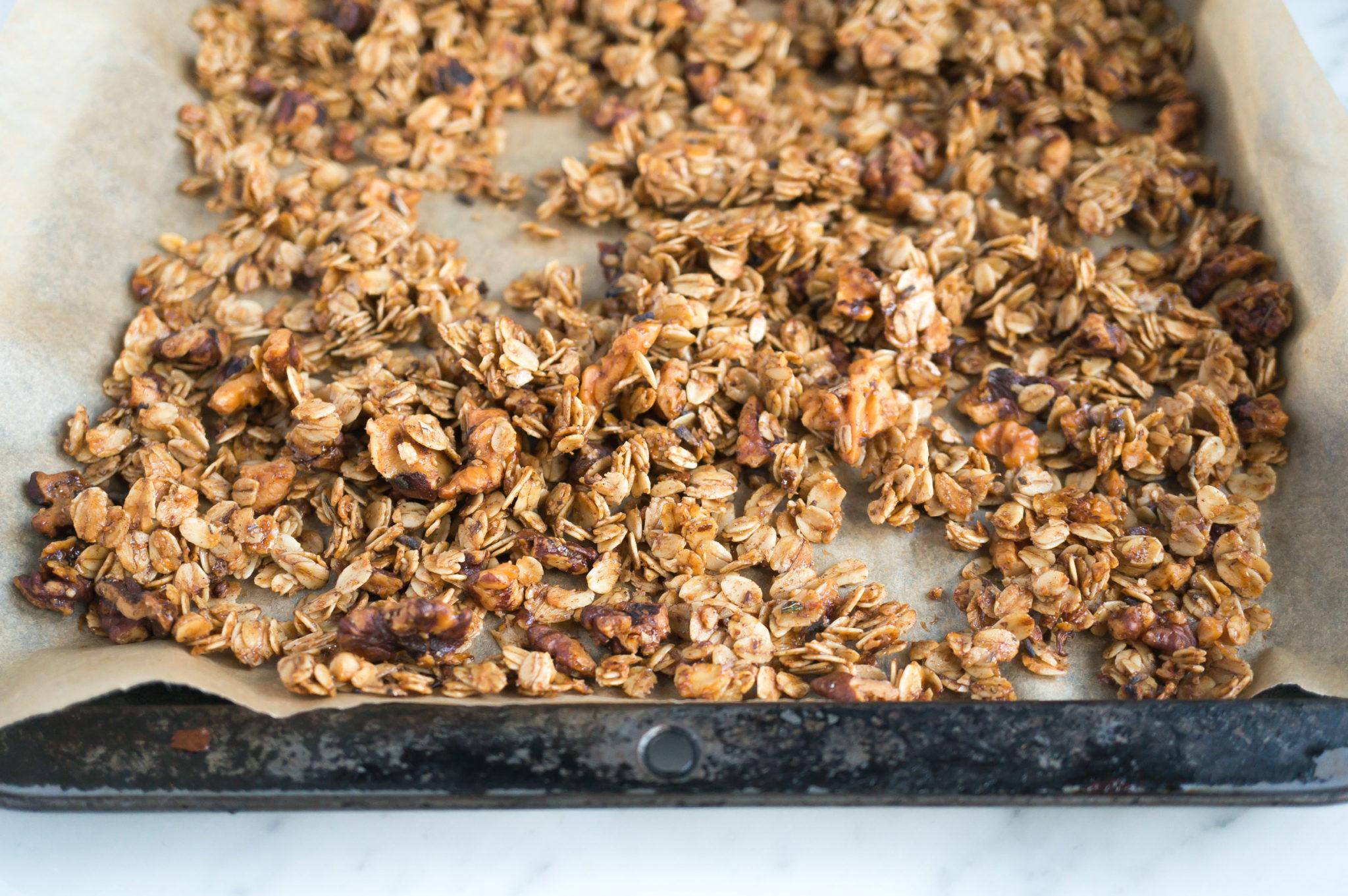 healthy-cinnamon-lavender-granola-roasted-peaches-3