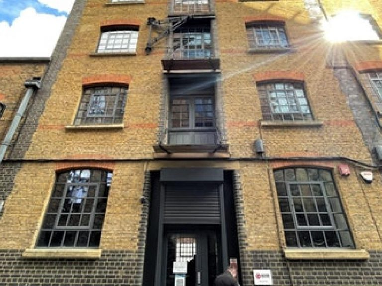 OFFICE TO RENT IN VALENTINE PLACE, SE1