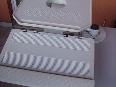 1-Carrello x computer nuovo €.40   2-Porta monitor e tastier