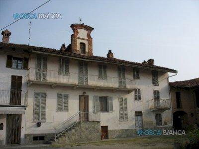 CISTERNA D'ASTI, Via Italia - INTERO FABBRICATO SECOLARE con CORTILE e GIARDINO