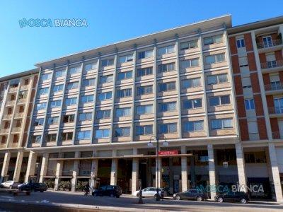 CUNEO, Piazza Europa - UFFICIO di 6 VANI PARZIALMENTE ARREDATO