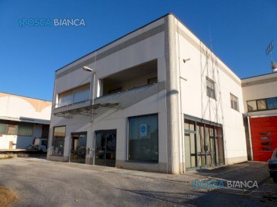 CUNEO (zona IperCoop) - CAPANNONE COMMERCIALE con MAGAZZINO