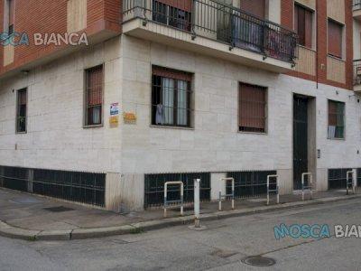 Torino Via Pisacane 31/16 vendo magazzini
