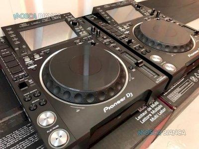 2x Pioneer CDJ-2000NXS2 + 1x DJM-900NXS2 mixer per 1899 EUR , Whatsapp Chat : +27837724253