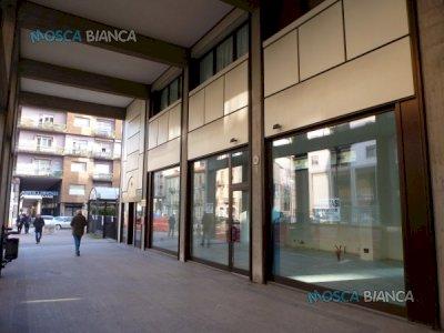 CUNEO, Corso Nizza - NEGOZIO OPEN SPACE con CORTILE ESCLUSIVO