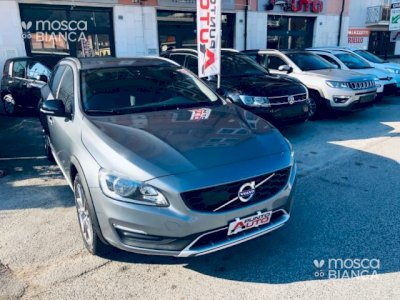 VOLVO V60 Cross Country D3 Geartronic Business Plus NAVI-LED- PDC