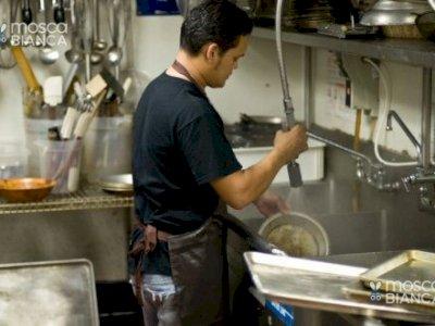 Addetto al lavaggio piatti-operatore polivalente