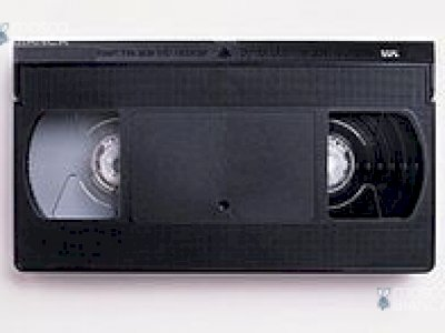 3 videocassette vhs ed 1 dvd per adulti