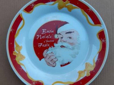 4 grandi piatti in vetro e porcellana