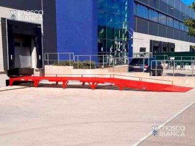 Rampa di raccordo tra piano piazzale e magazzino per transito automezzi e carrelli elevatori.  AUSBAU-VR