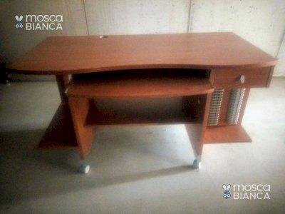 Spaziosa scrivania