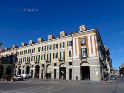CUNEO, Piazza Galimberti - PRESTIGIOSO UFFICIO di 9 VANI