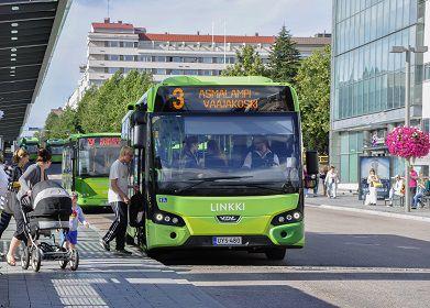 Kokeile edes kerran/ Bussiloikka - kokeilujen avulla joukkoliikenteelle lisää käyttäjiä