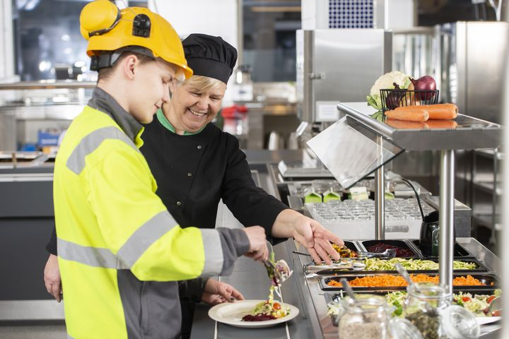 Vastuulliset ja yhtenevät käytänteet ja toimintatavat ammattityössä oppilaitoksen opiskelijaravintolassa.
