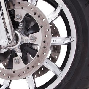 Ciro Chrome Faceted Front Wheel Accent For Harley Davidson FLH FLD 2014-17 70050
