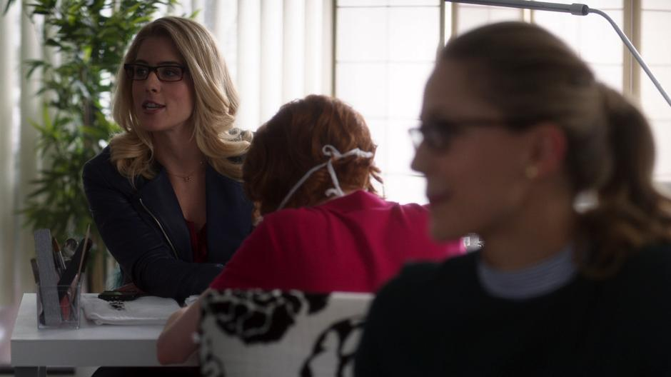Felicity talks to the gang while she and Kara get their nails done.