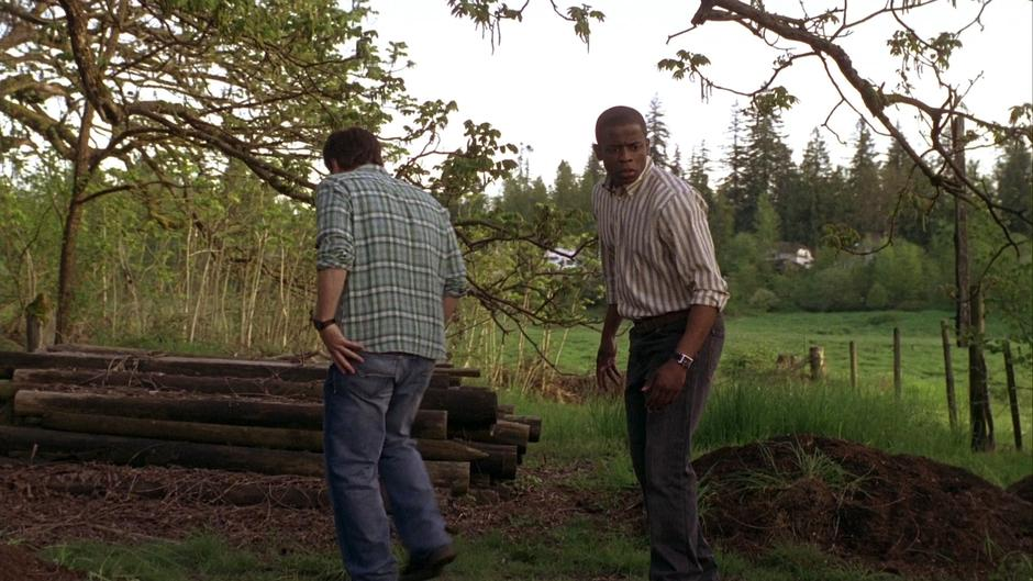 Shawn and Gus snoop around behind the farmhouse and find freshly dug holes.